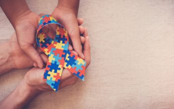 hands-holding-puzzle-ribbon-autism-awareness_49149-551